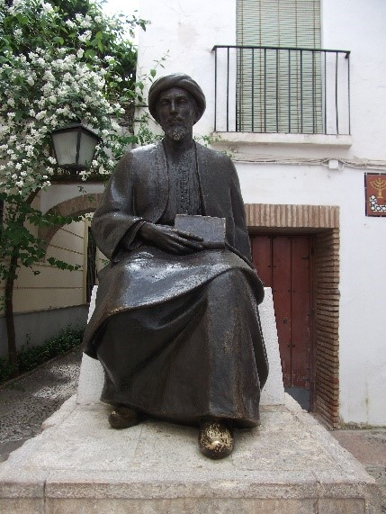 Photo 21. Statue of Maimonides near the synagogue.