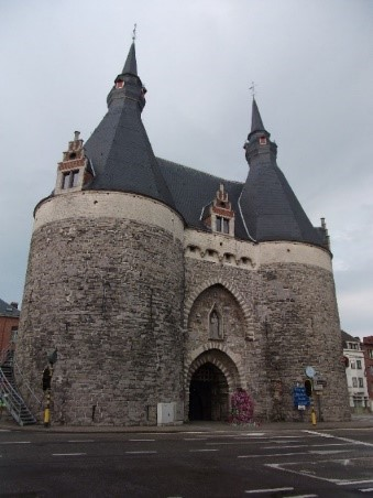 Photo 1 Brusselpoort – the only remaining gatehouse of the 13th century city walls.