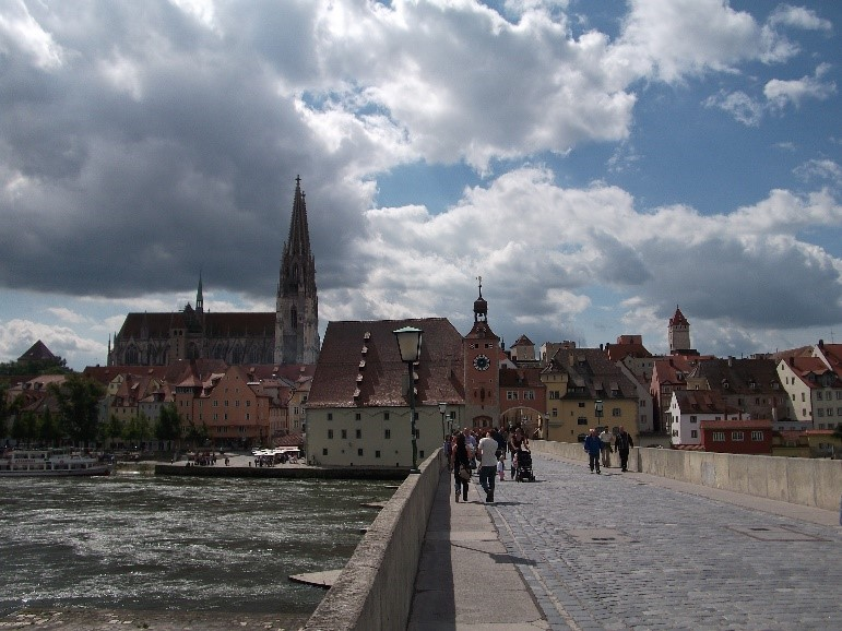 View back to the Salzstadel and the cathedral from Steinerne Brucke.