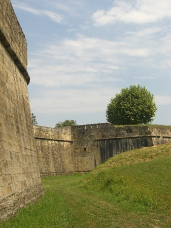 A section of the walls at Navarrenx, constructed in the 'Italian style' between 1538 and 1546. They enable the town to resist a siege of three months in 1568.